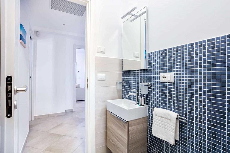 Secondo bagno con box doccia - Casa vacanze Ficarazzi