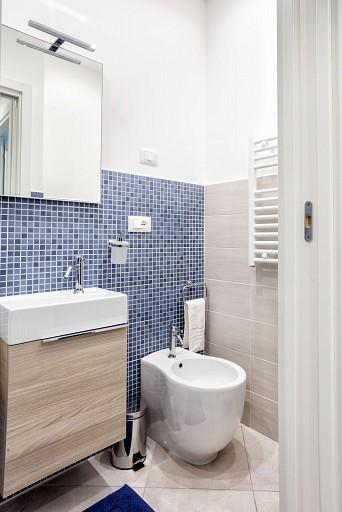 Bagno con box doccia - Casa vacanze Gessuminu