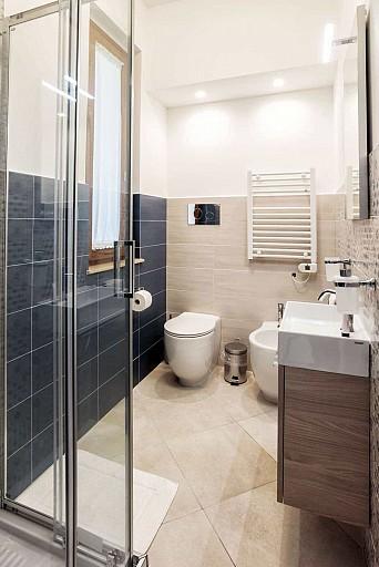 Bagno con box doccia - Casa vacanze Ficarazzi