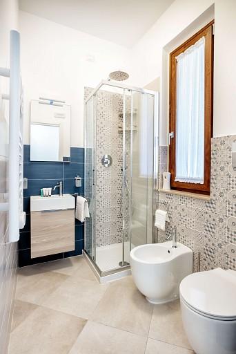 Secondo bagno con box doccia - Casa vacanze Gessuminu