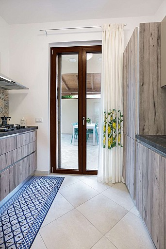 Kitchen and patio - Zagara Apartment