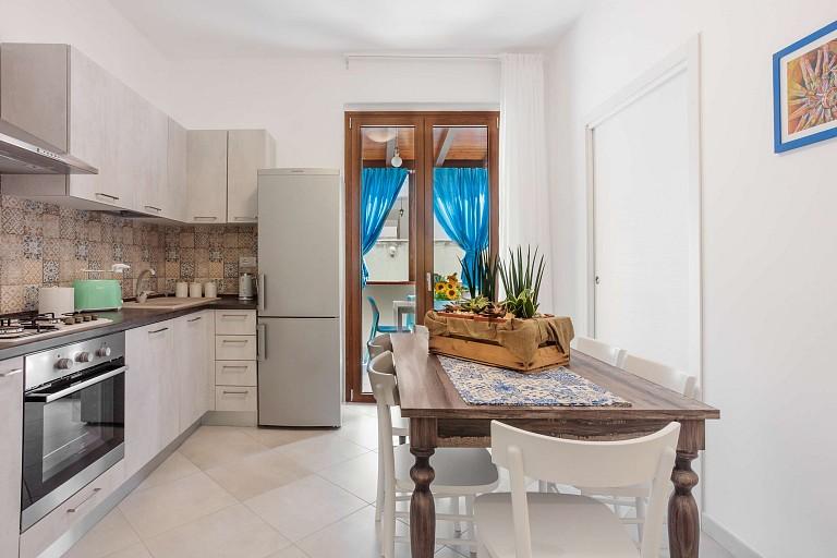 Cucina con patio - Casa vacanze Gessuminu