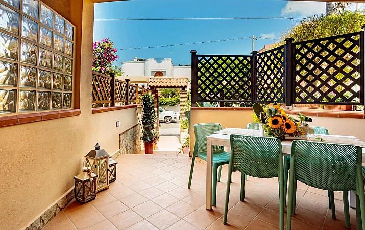 Private entrance and patio - Ficarazzi Apartment
