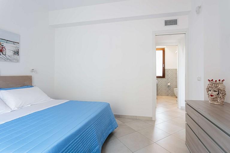 Double bedroom with bathroom - Chiàppiri Apartment