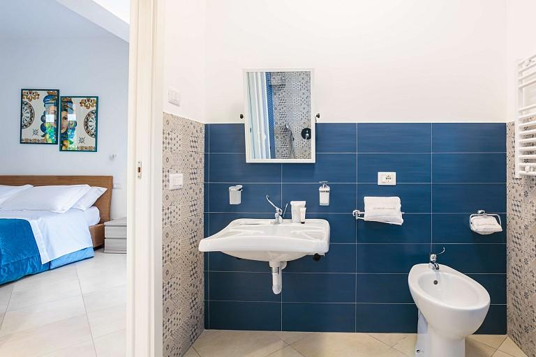 Bagno con box doccia - Casa vacanze Zagara